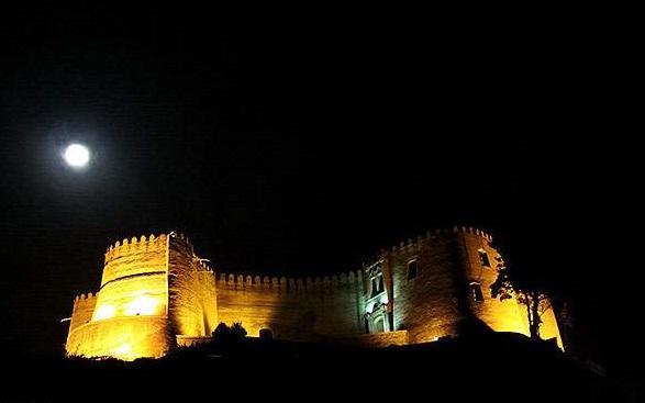 قلعه فلک الافلاک در شب
