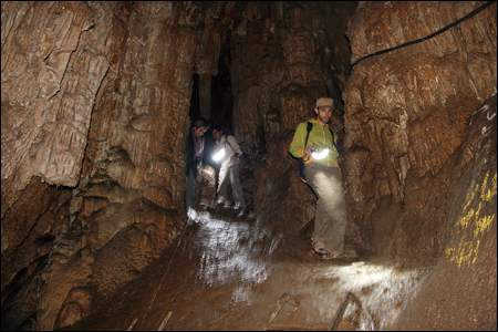 غار رود افشان راهروها