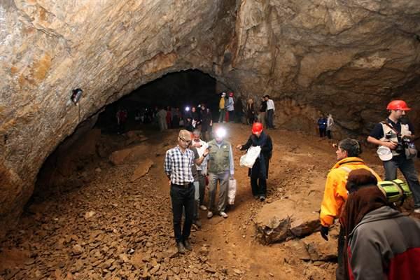 غار رود افشان گروهی