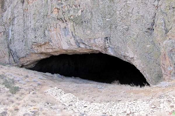 غار رود افشان دهانه از خارج غار