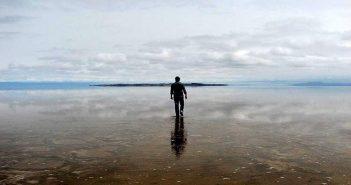 جزیره سرگردان آدم و انعکاس نور