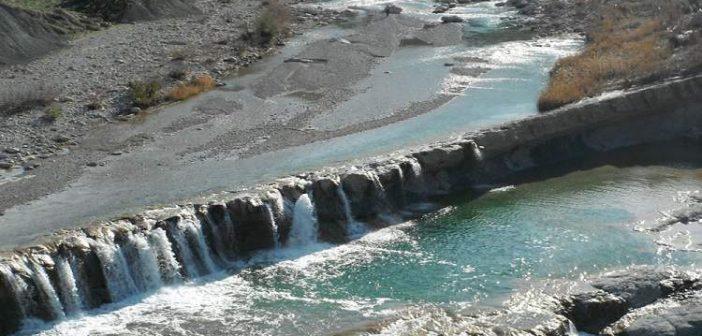آبشار کیوان لیشتر از عجیب ترین آبشار های صخره ای