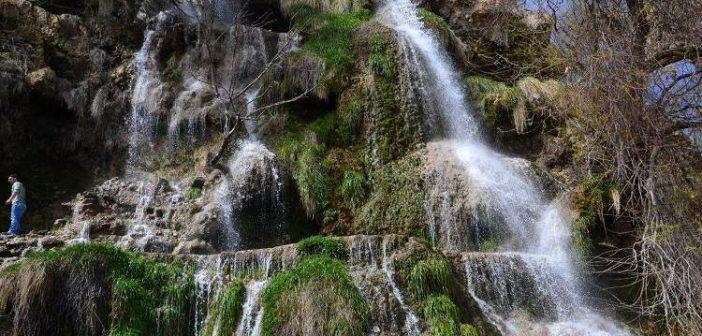آبشار نیاسر از معروف ترین جاذبه های استان اصفهان